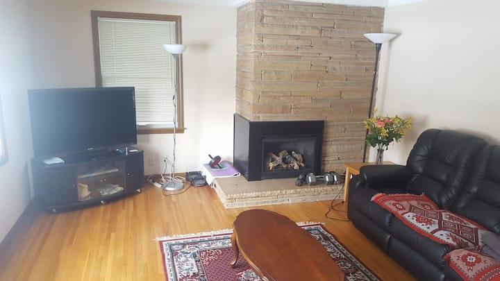 SALE - Comfy Private Spacious Retreat ROOM 2