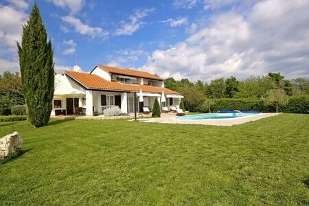 Villa Magnolia with swimming pool - Nova Vas - Villa