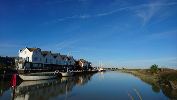 Riverside apartments in Rye with sun balcony 1