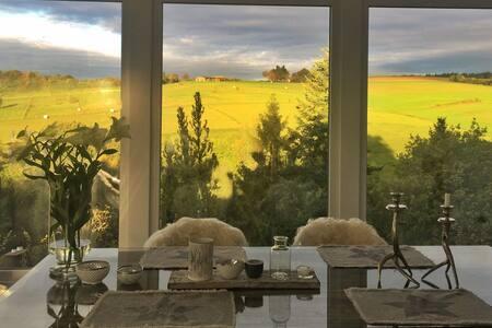 Romantik am Wald: Idylle im Weinparadies