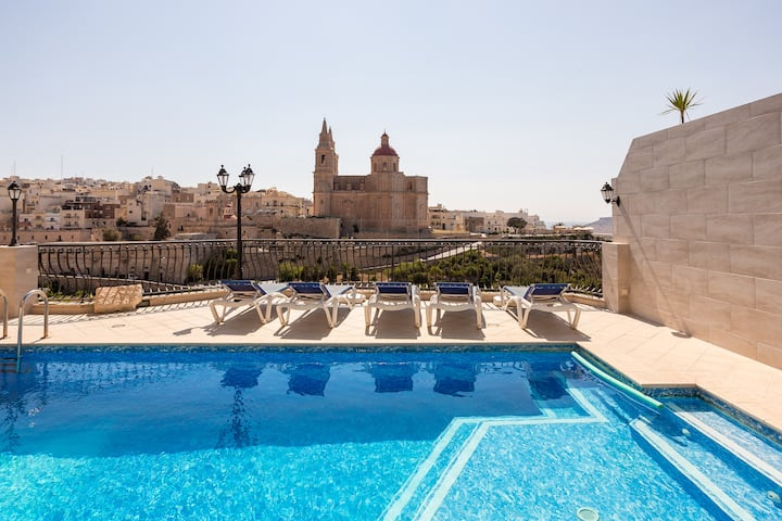 Breathtaking 3-bed Flat with Sea Views & Pool!