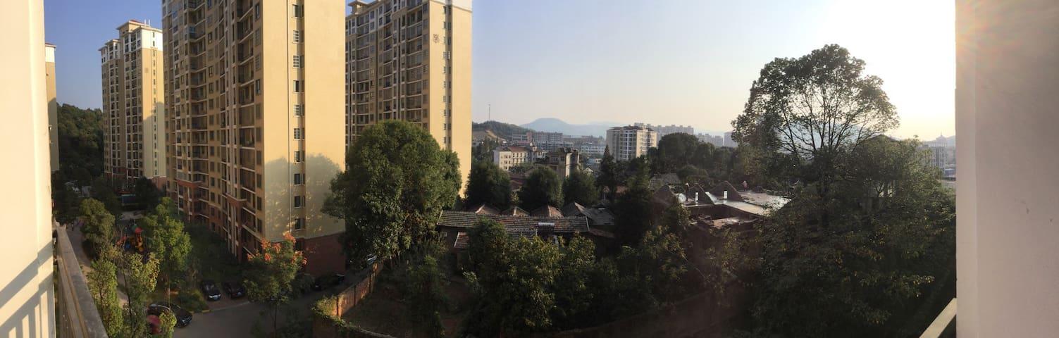 闹中取静的单元房,适合多人居住的三居室,交通便利,环境优雅 - 咸宁市 - Leilighet