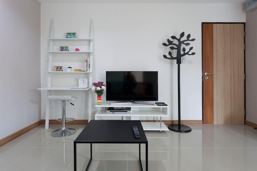 Smart TV, enjoy Youtube or Netflix ^^