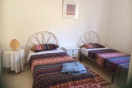 Twin room - access to private pool in lovely area