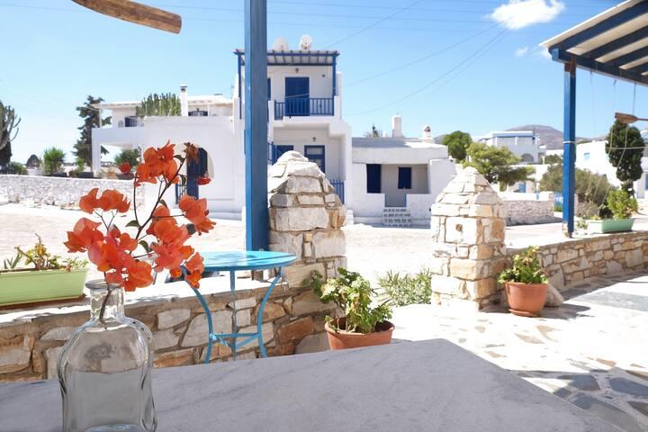 "Paros - ""Free Sun Appartment"" on the beach"