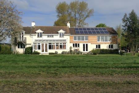 'The Den', at Cherry Tree Farm - Buckland Newton - Bed & Breakfast