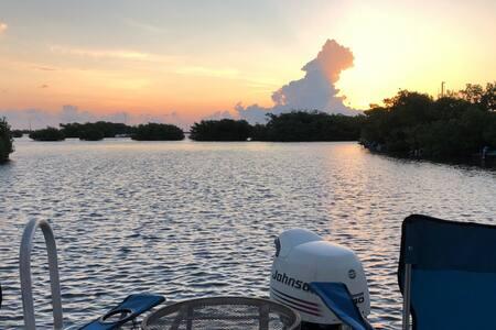 Key West Houseboat Paradise