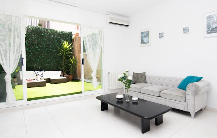 Gorgeous Duplex centre of Sitges With parking!
