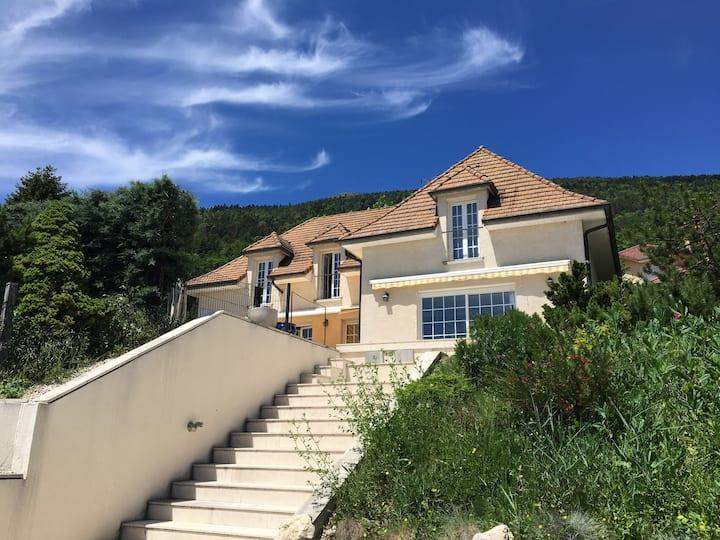 Villa ECHENEVEX + piscine et vue sur le Mont-Blanc