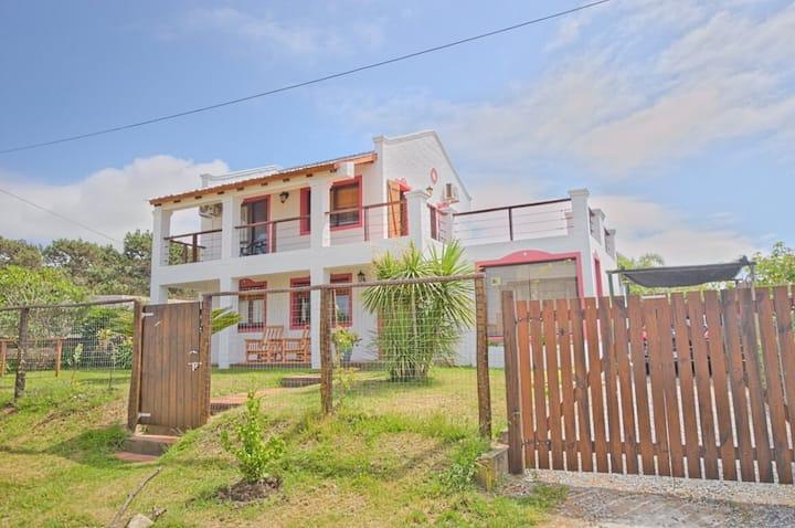Casa con piscina en Manantiales