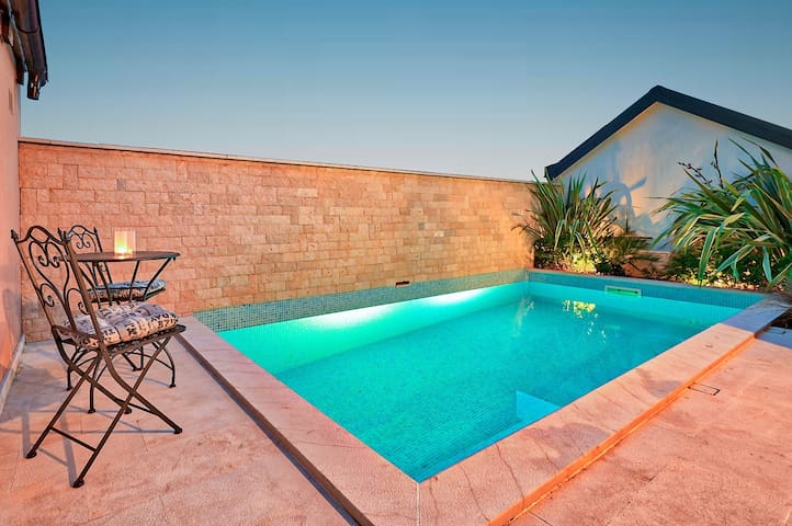 Holiday house with pool for 8 pers.