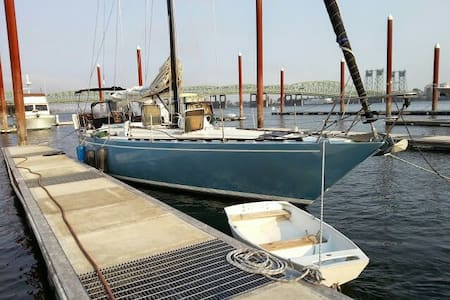 47 foot sailboat  on columbia river - Portland