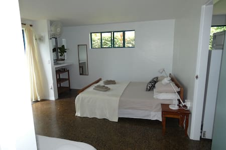 Clean cool Apartment close to beach