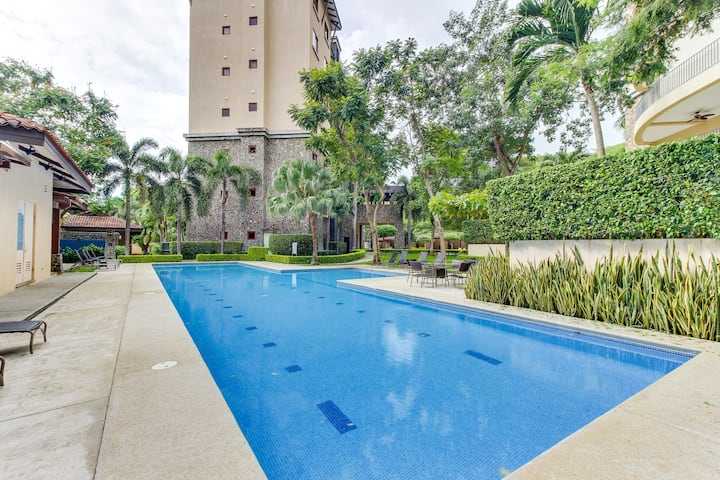 Modern condo w/ shared pool, gym, nice views - walk to the beach!