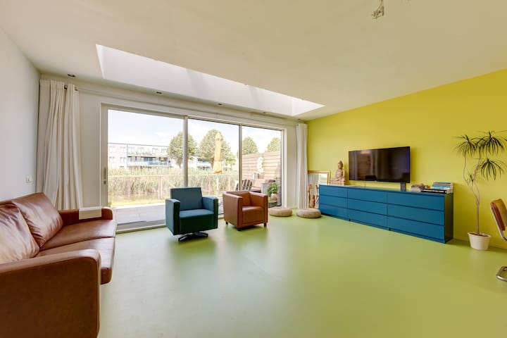 Modern family home near major A'dam attractions
