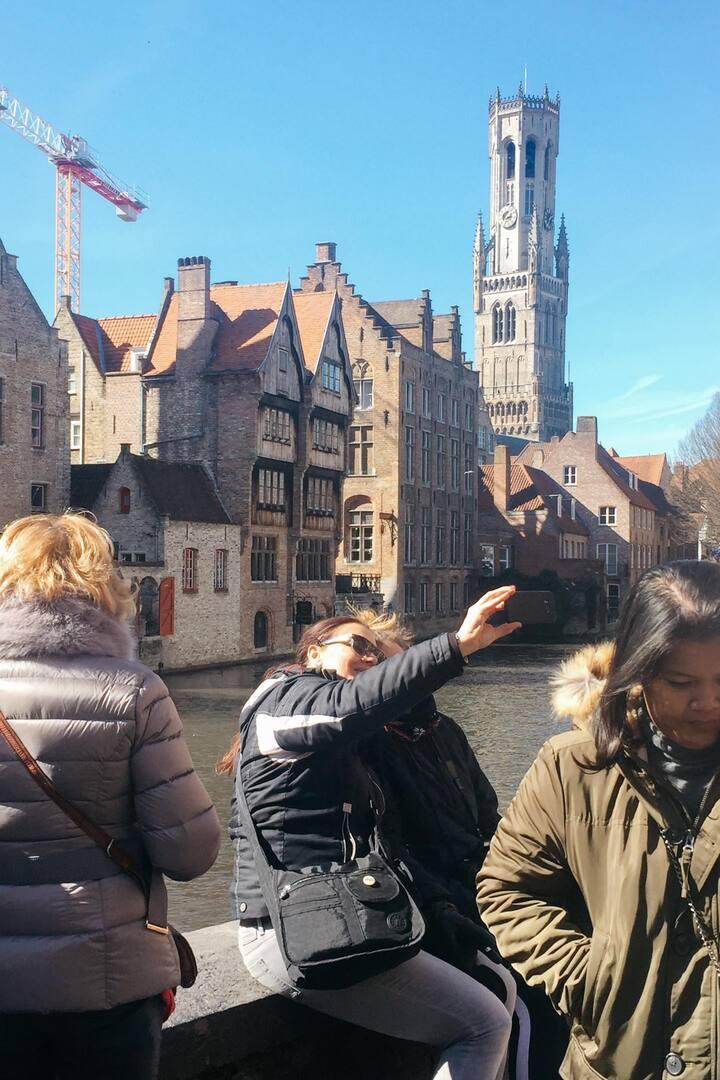Le Vismarkt et la Place des Tanneurs.