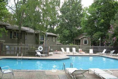 Woodsy Wonderland Retreat - Huntsville - Selveierleilighet