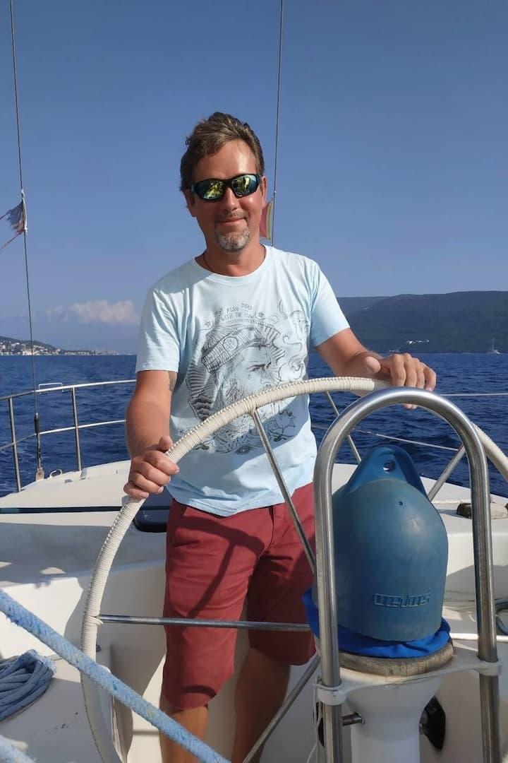 Капитан яхты Jovana