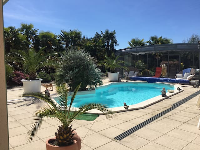 Villa « LA PALMERAIE » Piscine & Jacuzzi Dordogne