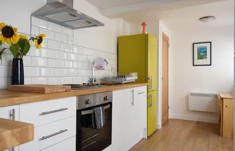 ❤Entire cottage Netflx+WIFI+Workspace+Ktchn+Parkng