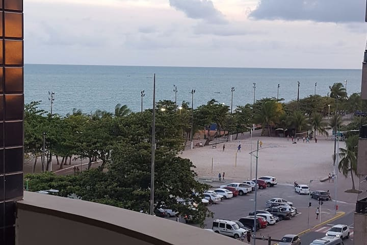 Apartamento com vista p/ o mar na Praia Pajuçara.