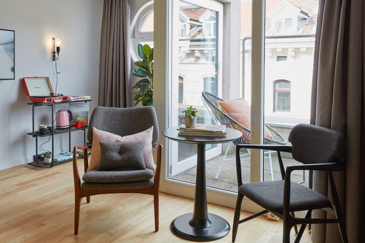 Extra Large Room in the Creative Heart of Vienna
