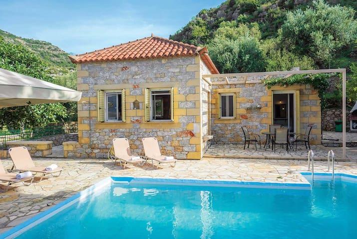 One bedroom Villa sleeps 2 in Kardamyli 2