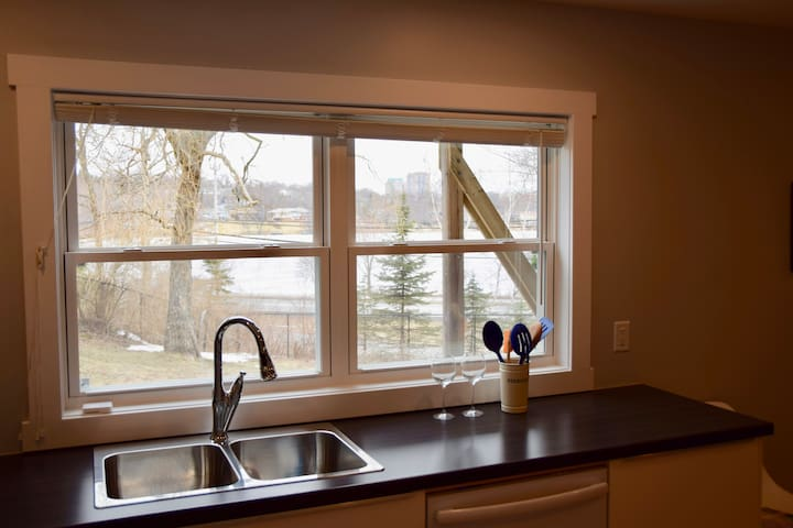 NEW! Suite with views of beautiful Lake Banook - Dartmouth - アパート