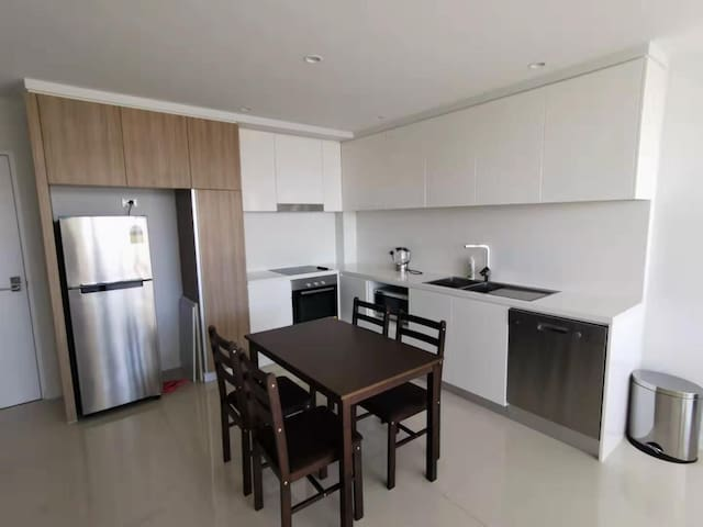 Southport/1min walk to beach. Close Tram and shops