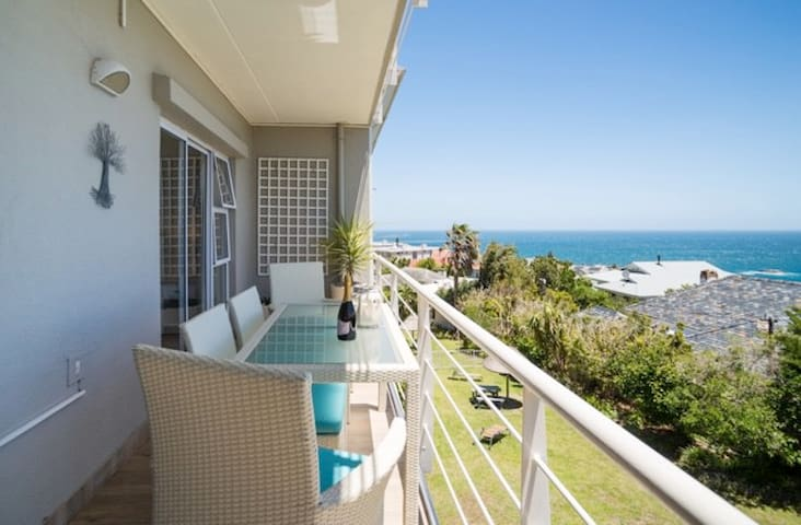 Stylish Camps Bay Apartment with Ocean Views