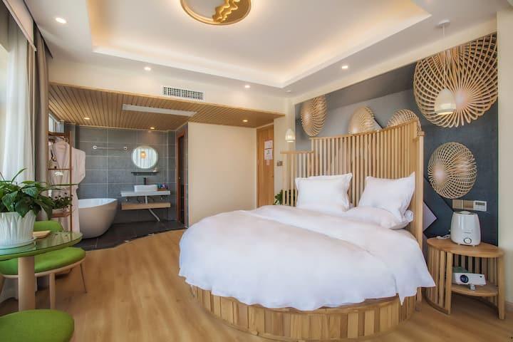 丽江古城  6人组合房三房三卫 (空调+浴缸+投影+冰箱+可以做饭+免费停车+洗衣房)