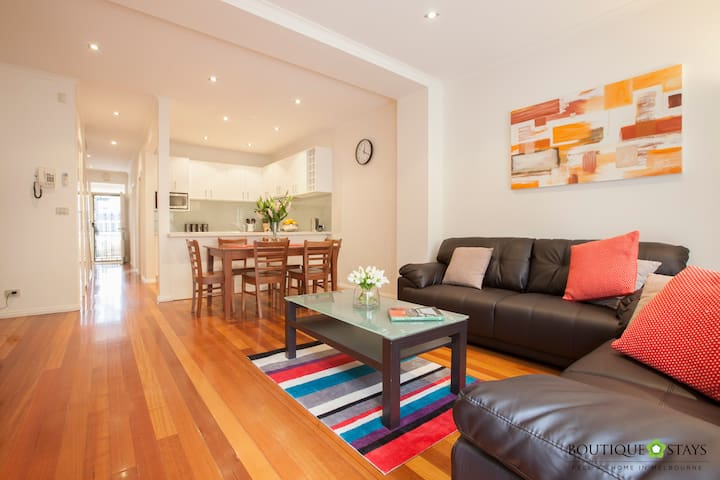 Warm Welcoming 3 Bedroom Terrace With Courtyard - North Melbourne - Maison