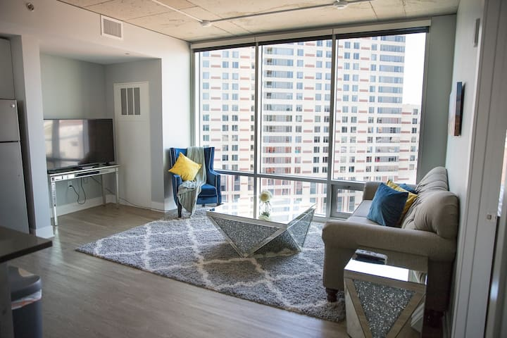 Downtown GR 2 Bed Penthouse Apartment by Mitten