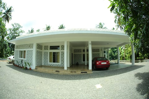 Cool Granite house, fruit trees near CIAL airport