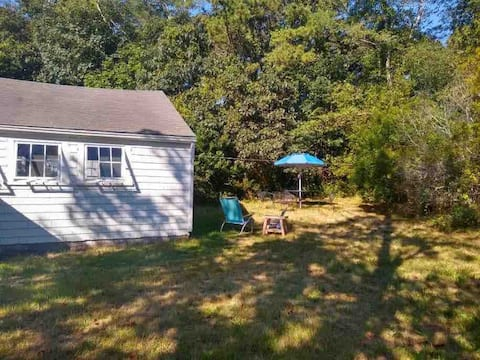 Charming guest house five minute walk to Edgartown