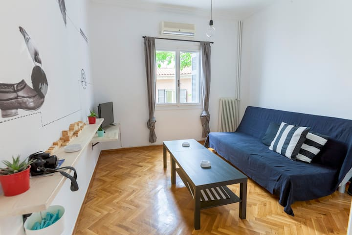 ARTISTIC APARTMENT WITH WORKSPACE IN KOUKAKI
