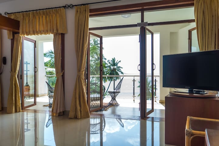 Seaview Suite near Dona Paula Jetty