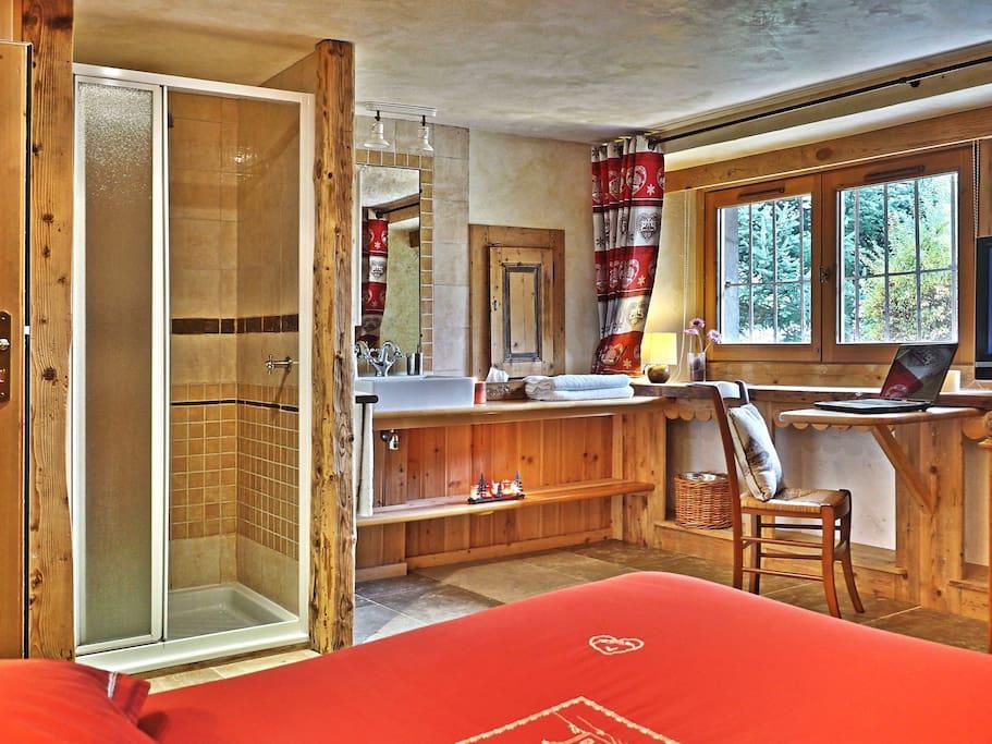 Ensuite room - chambre avec douche et wc