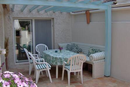 Appartement Mon Palmier mit romantischem Garten - Cogolin
