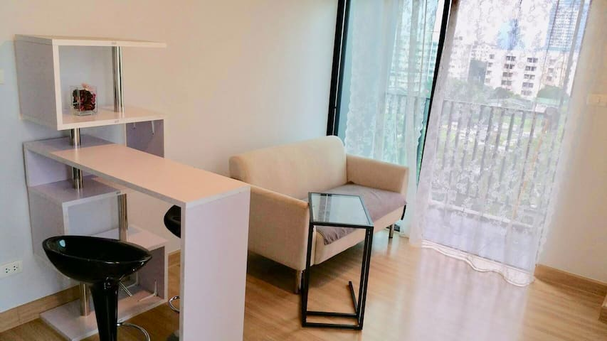 Bearing, Modern Condo ,10 min walk to BTS Bearing