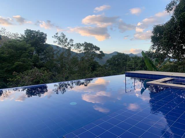 La Alegría, en medio del verde con piscina privada