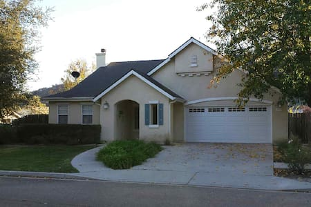 Wine country private home in town - Los Alamos