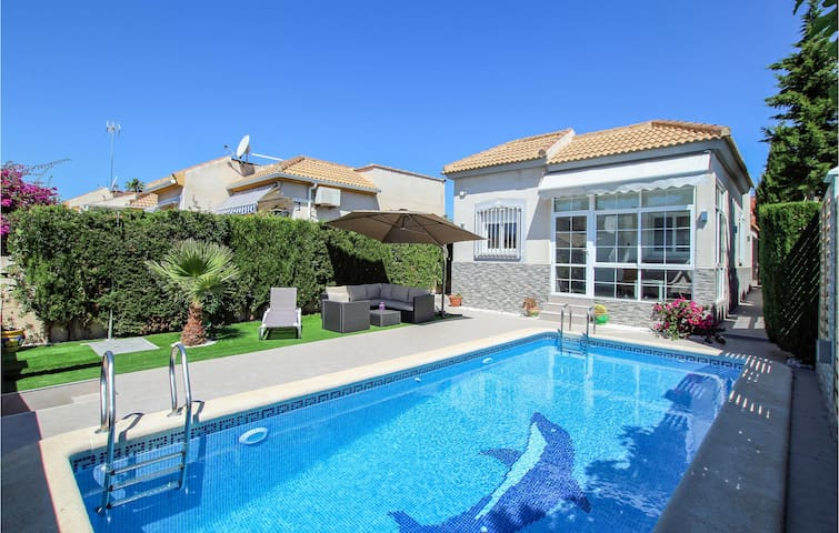 Holiday cottage with 3 bedrooms on 74m² in Torrevieja