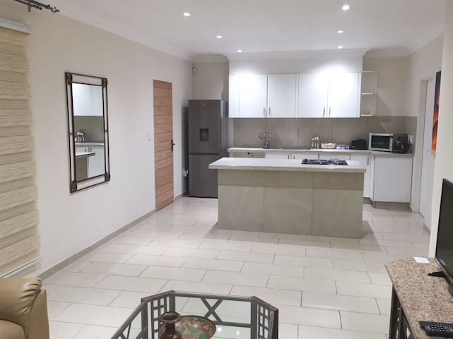 Luxurious modern apartment Parkview near Rosebank