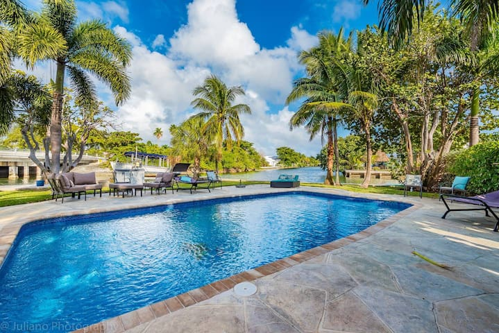 Heated Pool! Walk to Beach! Waterfront Paradise Point Key House!