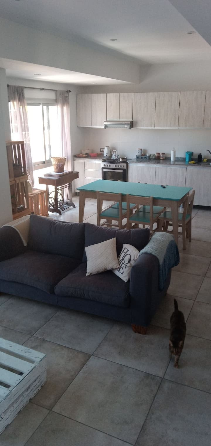 Habitación y depto compartido en zona ideal! Mza