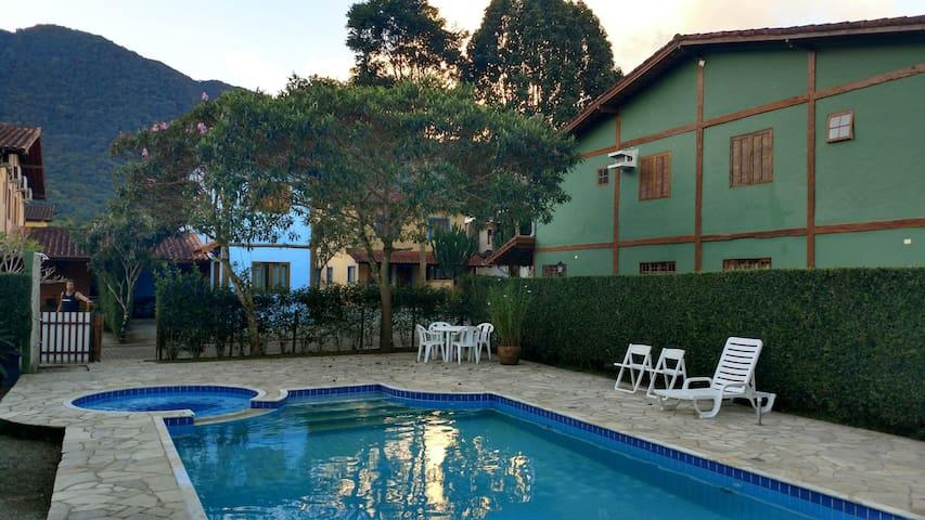 Casas em condomínio de Maresias, com piscina