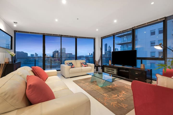 Open Plan Lounge room with Views over the CBD from Sub- Penthouse level