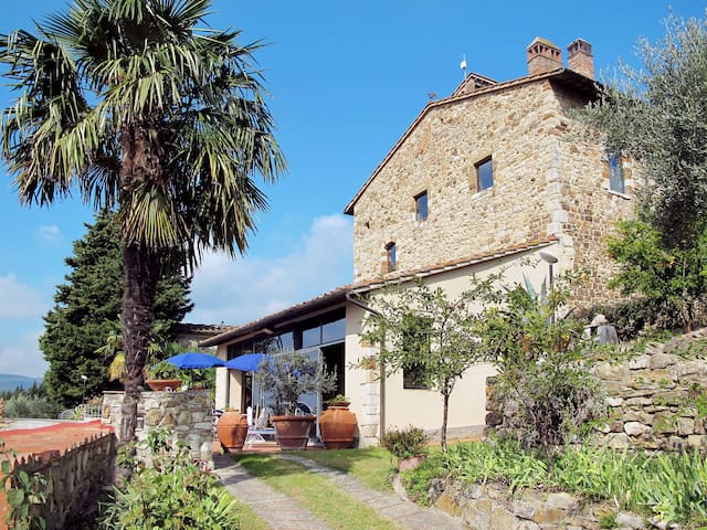 Apartment Poggio alla Pieve for 4 persons