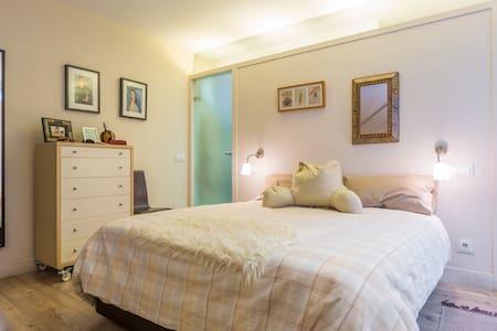 SPACIOUS ROOM QUIET NEIGHBORHOOD CLOSE TO DOWNTOWN - Madrid - Bed & Breakfast